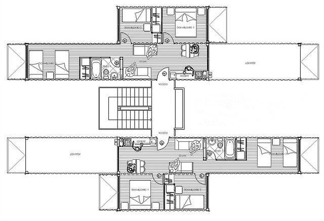 Proyecto 集装箱住宅(图 5.57)为五层建筑,由中央开敞楼梯间进行交通联系。建筑为一梯两户,箱体入户采用侧入式。单元套间由一个40英尺箱体和一个20英尺箱体拼合而成,套内面积为44平方米。在设计中将20英尺集装箱与40英尺集装箱交错布置,并将40英尺集装箱进行悬挑,出挑的箱体端部箱门改造为阳台,箱体顶部作为上一层户型的室外露台使用。充分利用箱体整体盒子结构的特点,箱体的悬挑长度达到6米作为建筑造型元素,形成独特而震撼的造型效果。